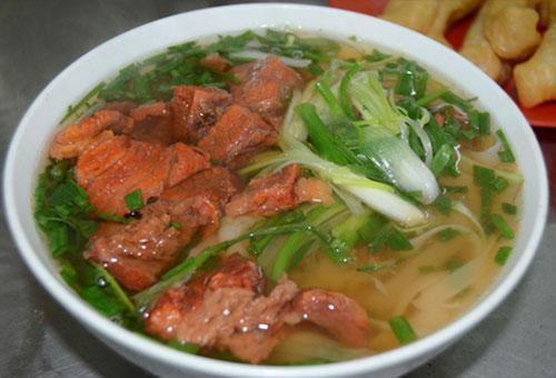 Pho Bo - Vietnamese Beef noodle Soup - Hoi An Food Tour