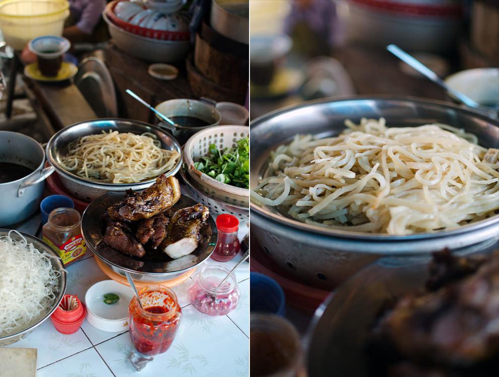 Cao lau hoi an at Hoi An market