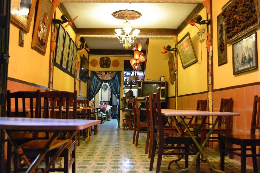 1. Inside Des Amis