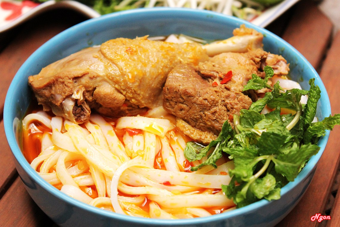 1. Quang noodle with chicken