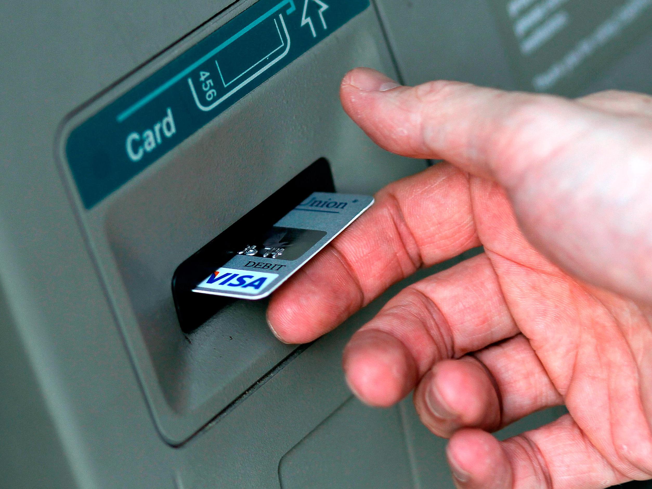 Par carte de crédit à atm