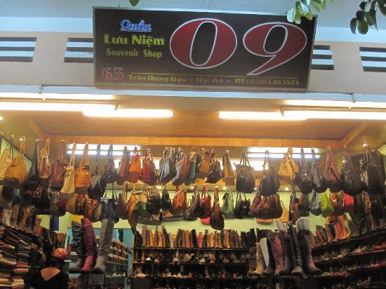 09-shoe-shop
