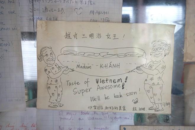 Tourists' love for Madam Khanh's banh mi