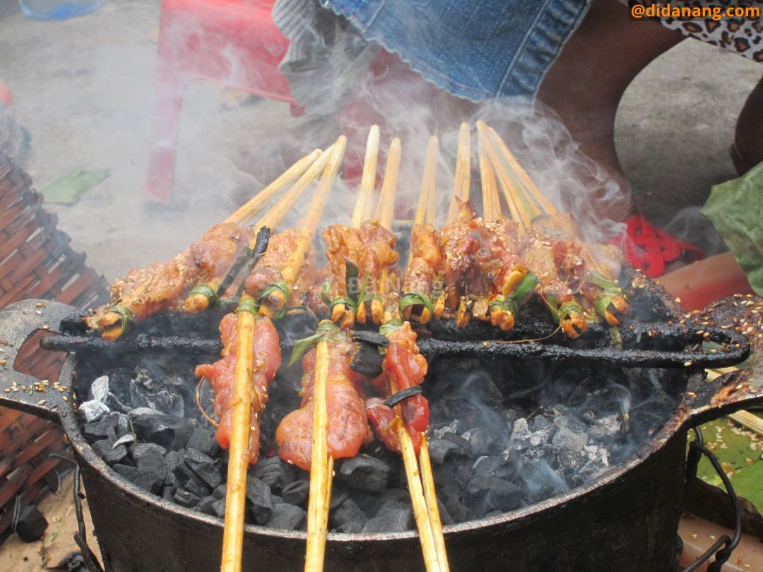 Eight delicious street dishes you must try in Hoi An, grilled pork, hoian, hoian food, vietnam
