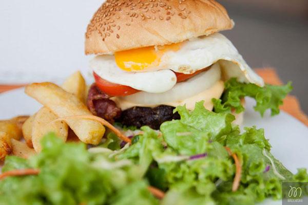 meilleur-burger-hoi-an-enjoy-restaurant