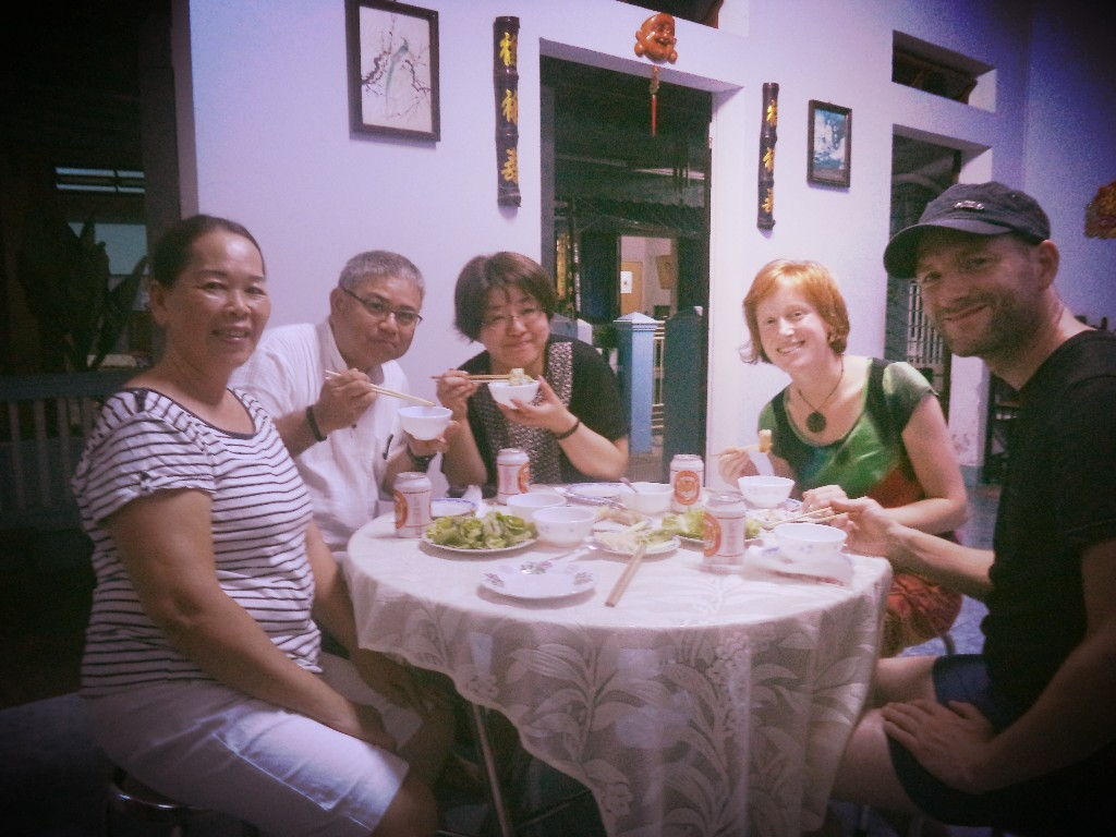 Eat with locals in Hoi An, hoi an, Vietnamese food, spring roll, young papaya salad, Vietnamese pancake, locals